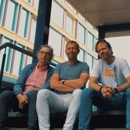 Afleveringplaatje van S2 E26 100 Jaar Radio - Sportradio in de 80's tot nu III met Leo Driessen