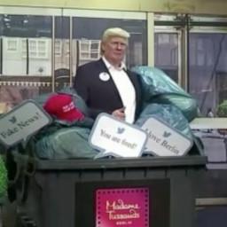 Afleveringplaatje van NieuwNieuws van de dag   30-10-2020 - Trump bij het grofvuil