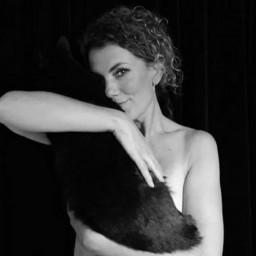 Afleveringplaatje van NieuwNieuws van de dag | 04-10-2020 - Tatum Dagelet uit de kleren voor dierendag