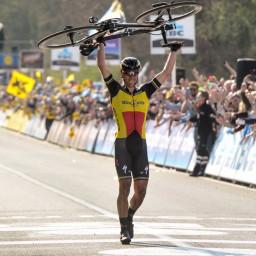 Afleveringplaatje van Voorseizoen Etappe 1: Gilbert wint de hoogmis!