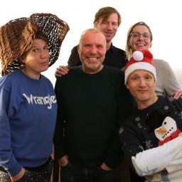 Afleveringplaatje van Paulien, Aaf, JP, Ype en Botte in de Decemberspecial 2019