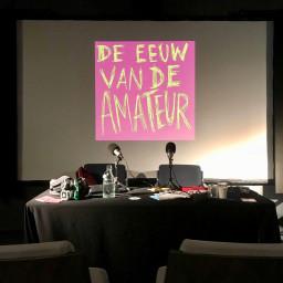 Afleveringplaatje van ALLES over onduidelijkheid, bananenschillen en xtc, live vanaf het podcastfestival